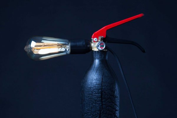 A-Broad Studio Black Sheep luminaire lampe a poser upcycle extincteur